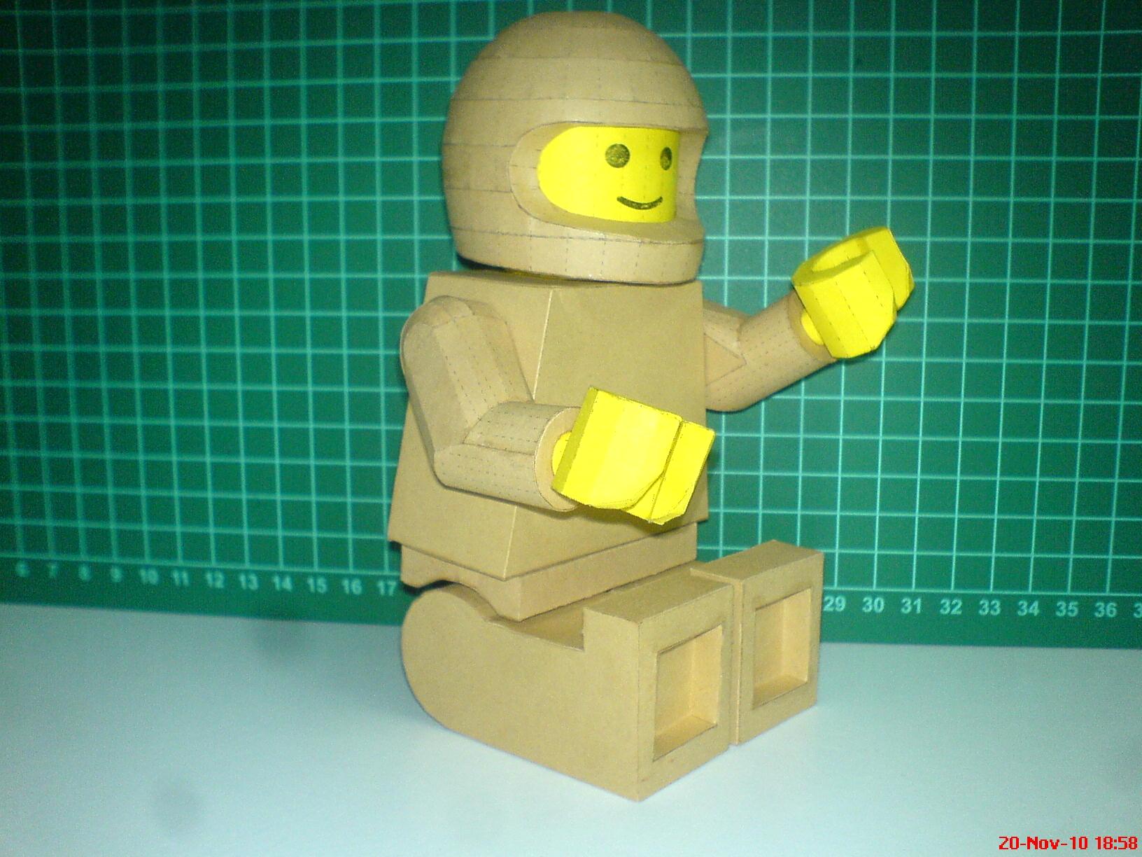 Как сделать из бумаги лего для человечков
