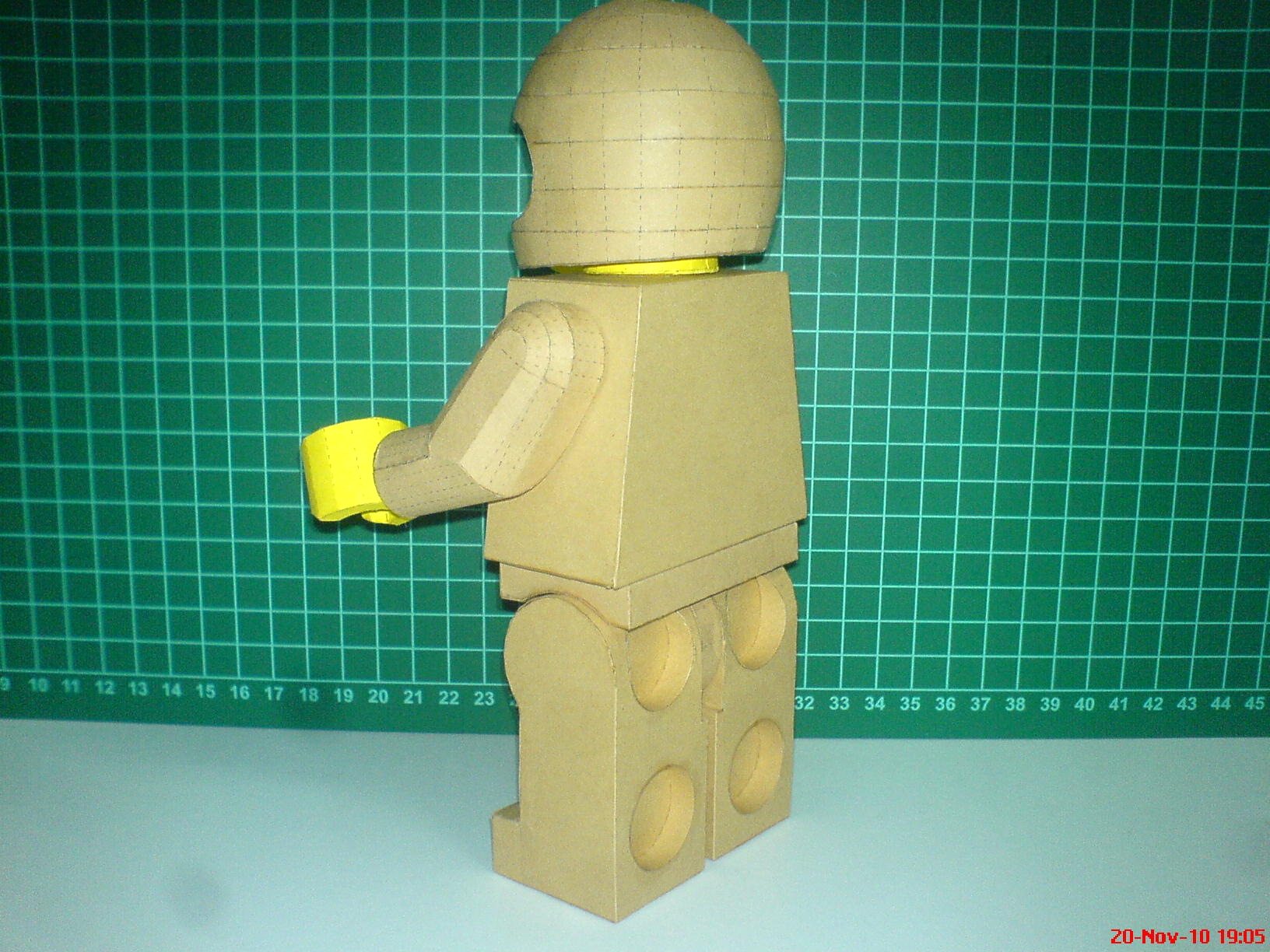 lego man model paperbotz